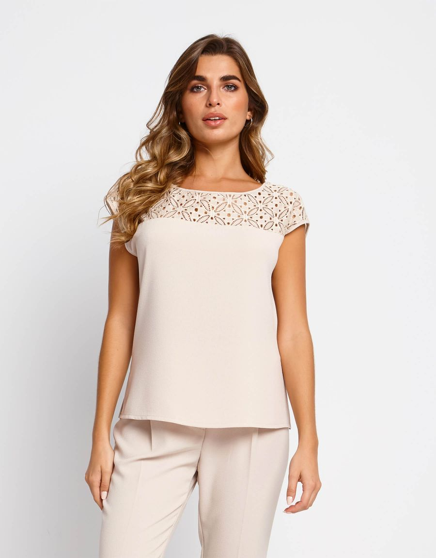 Top in crêpe con carré in pizzo