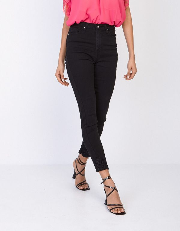 Jeans con pizzo
