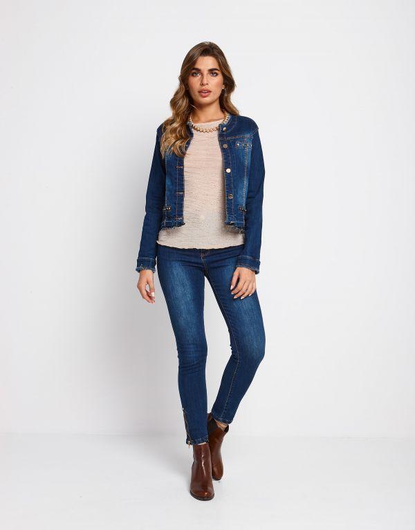 Giubbino in jeans con borchie